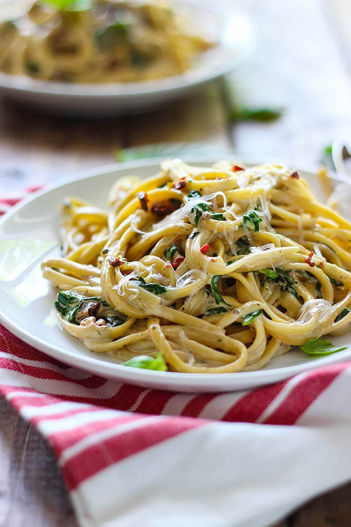 Get into full spring mode with this creamy sun-dried tomato and spinach pasta! Easy and ready in 30 minutes.
