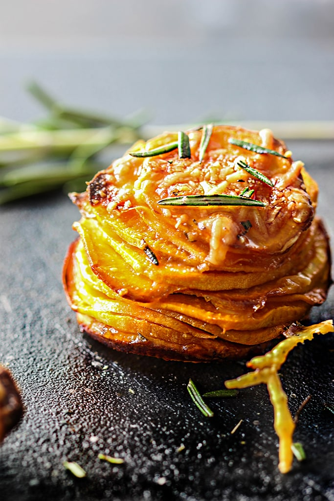 Do things differently with these garlic Parmesan sweet potato stacks. With crispy brown edges and soft tender centers, fresh rosemary, garlic, butter and Parmesan!